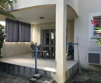 Location Appartement 3 pièces Cairanne (84290) - Dans une résidence établie en campagne.